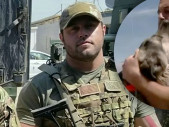 Vojákovi na misi se podařilo dostat potulného iráckého psa k sobě domů