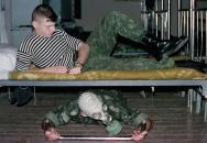 Šikana v armádě: Naučte se od vojáků jejich roztomilé hry