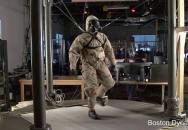 PETMAN testuje chemický oblek