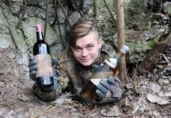 Polští hledači pokladů našli v bunkru osmdesát let staré nacistické víno