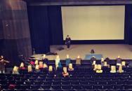 Teroristé popravovali rukojmí v kině