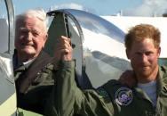 Princ Harry nechal letět místo sebe ve Spitfiru veterána z bitvy o Británii
