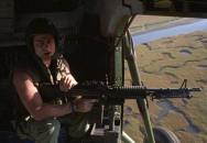 Pohodové odpoledne palubního střelce vrtulníku - sen každého kluka