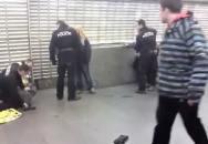 A takhle to vypadá, když je policie naprosto bez respektu..... v USA už by se střílelo
