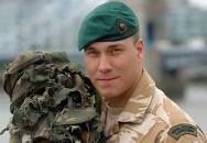 Britský mariňák zalehl nepřátelský granát, aby ochránil své kamarády a přežil