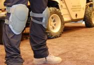 Chrániče kolen proti AK-47