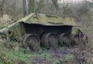 Zbytek ruského druhoválečného tanku u Hrabětic včetně ostatků vojáka konečně zachráněn