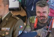 Voják z povolání nadporučík Lukáš Kvapil na Rallye Dakar pomohl zraněnému italskému soupeři