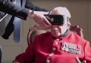 Britský veterán ze 2. světové války znovu navštívil město, které osvobodil. Stačilo si jenom nasadit speciální brýle