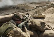 Sniper SAS po 4 hodinách čekání eliminoval odstřelovače IS na 2,5 km