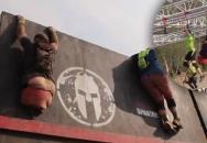 Borec bez nohou absolvoval obtížný překážkový závod Spartan Race