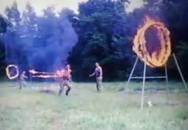 Je to ještě armádní tréning nebo už cirkusové představení