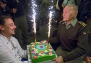 Poslední žijící parašutista, který za války seskočil do Čech, oslavil 92. narozeniny