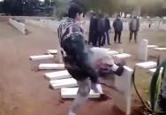Ničení vojenských hrobů padlých vojáků v Tobrúku