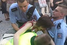 Napadení policisty během služebního zákroku jen za podmínku? Vítejte v zemi, kde asi demokracie znamená anarchii...