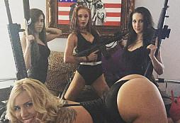 Jak se slaví den Válečných veteránů v USA? Free Blowjob, strip club....