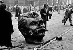 Krvavé,  Maďarské povstání v roce 1956 proti komunistickému režimu - když chrastit klíči nestačí...