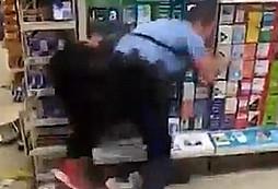 Nepříčetná žena efektivně zpacifikována policistou
