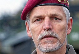 Generál NATO Pavel: Spojenci nevědí, co si o nás myslet. Češi jsou vlastenci, jen když vyhráváme ve sportu