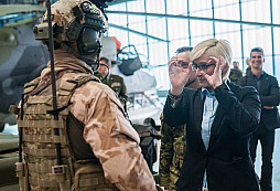 Ministryně obrany navštívila 4. brigádu rychlého nasazení v Žatci