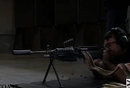 700 ran z kulometu M249 Minimi s tlumičem? Drsná a trochu nebezpečná podívaná!