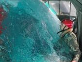 Jak uniknout z topícího se vrtulníku? Slavný YouTuber se zúčastnil velmi náročného výcviku USMC