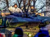 Finové předvedli svoji vojenskou techniku v rámci výročí nezávislosti