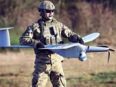 """Na IDETu a Bahnech se představí """"dělostřelecké"""" drony FlyEye a Warmate"""