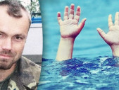 Voják zachránil 2 děti a jejich matku před utopením