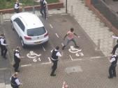 Bezbranná londýnská policie nedokáže efektivně zakročit proti ozbrojeným útočníkům