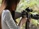 Těhotná žena zastavila zloděje pomocí své pušky AR-15