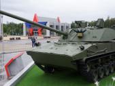 Padákový test nového samohybného děla Lotos určeného pro ruské výsadkáře