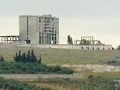 Ruská raketa zcela zničila vícepatrový hotel v severozápadní Sýrii, kde přebývaly desítky teroristů