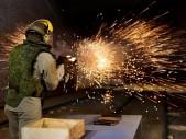 Zátěžový test odolnosti ruské útočné pušky AK-12