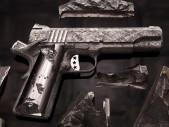 Nejdražší zbraně světa: Od pistole pro Hitlera až po Colt 1911 vyrobený z meteoritu