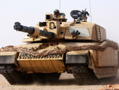 Britský hlavní bitevní tank Challenger 2 v akci