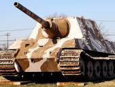 Mohutný německý Jagdtiger byl na bojišti prakticky neporazitelný – problémem bylo ho tam dostat