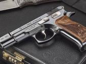 Limitovaná edice pistole CZ 75 k 80. výročí boje československých vojáků v Tobruku