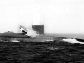 V 50. letech vznikl v USA šílený nápad – postavit ponorkovou letadlovou loď. Piloti měli přistávat vertikálně