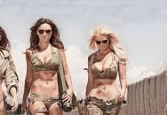 Krásné ženy a zbraně! Zákulisí luxusního kalendáře Hot Shots na rok 2015!