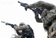 Nejreálnější výcvik na světě? Jedině v Rusku do vás vystřelí z ostré pistole