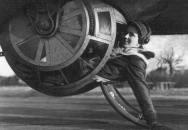 Kulometčík vyskočil z bombardéru ve výšce 6 kilometrů a přežil i bez padáku!