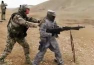 Americký voják okusil střelbu z MG3