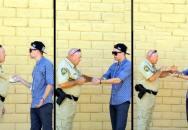 Prodávat drogy policajtovi? Pro kouzelníka žádný problém