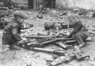 Sběratelovo oko by dnes zaplakalo aneb co se dělo s druhoválečnými zbraněmi a výstrojí po válce
