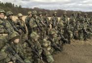 Vojenští nováčci podstupují ve Vyškově náročný výcvik aneb bolest a zima je jen v hlavě