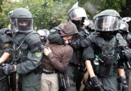 Německá police v akci, to pak lítaj facky