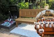 Vzpomínková lavička válečných veteránů poputuje do Anglie k uctění našich druhoválečných veteránů