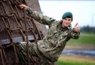 Bear Grylls - bývalý příslušník SAS a expert na přežití v extrémních podmínkách