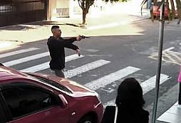 Policistka v doprovodu své dcery zastřelila ozbrojeného lupiče